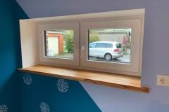 Fenster mit Pfosten und Fensterbank aus Eibe