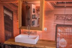Waschtisch und Spiegel in Eiche