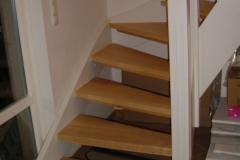 Treppe in Ahorn mit weißen Wangen