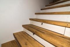 Detail der Treppe aus alten Eichen Fachwerk