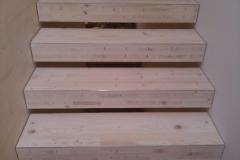 Treppe aus Holzbauplatten